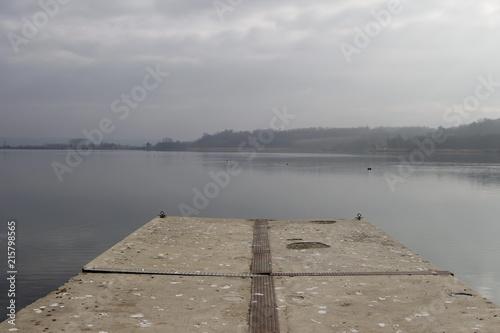 Aluminium Pier Vista del Lago di Candia