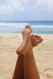 Female feet - 215798998