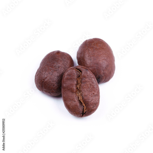Foto Spatwand Koffiebonen coffee beans roasted on a white background