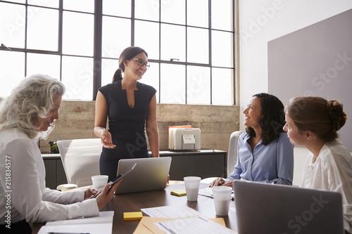 Leinwandbild Motiv Businesswoman addressing female colleagues in a meeting