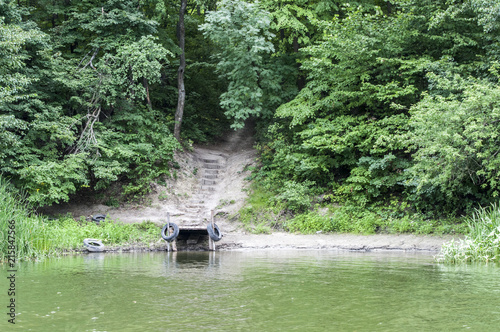 Aluminium Olijf дикая деревянная пристань на реке