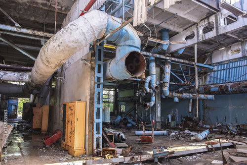 Foto Spatwand Oude verlaten gebouwen Former Jupiter factory in Pripyat