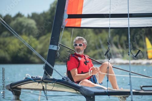 Canvas Zeilen man on a sailboat