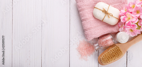 Foto Murales Pink Spa setting and health care items on white background. Space for text, flat lay
