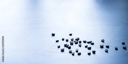 Aluminium Koffiebonen Coffee beans on a table in a cafe