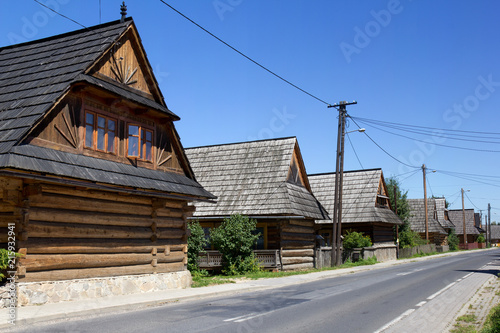 Canvas Krakau Village of traditional wooden cottage, Chocholow, Tatra Mountains Poland