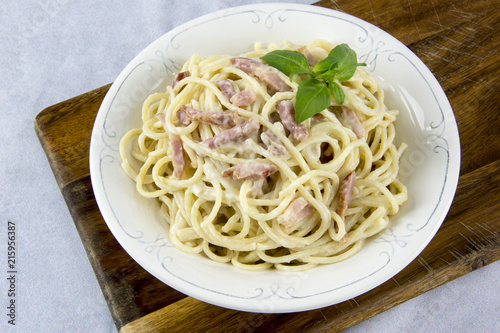 Spaghetti with carbonara sauce - 215956387