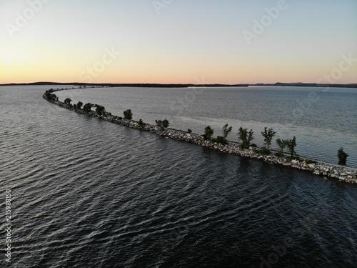 Fotobehang Zee zonsondergang Mallett's Bay Sunset
