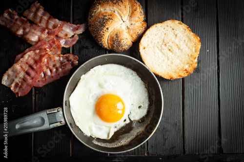 Pan with egg and bacon - 215989728