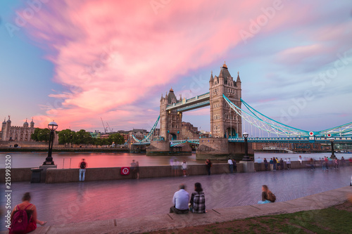 In de dag Bruggen shooting from the south bank in London at sunset