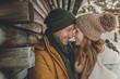 Leinwandbild Motiv Paar macht Urlaub im Winter