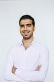 Fröhlicher, selbstbewusster syrischer Mann - 216007798