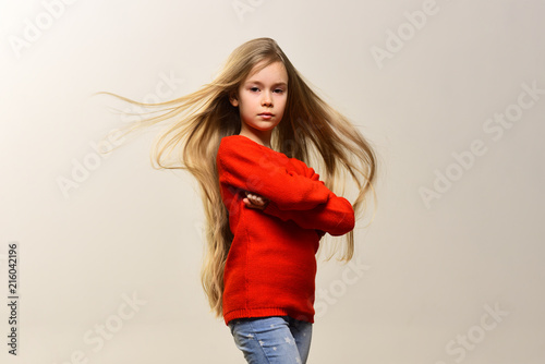 Foto Spatwand Kapsalon hairstyle. young and carefree. little girl with cute hairstyle. hairstyle of child in hairdresser.