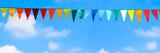bunte wimpel am blauen himmel