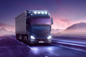 LKW auf Autobahn während der blauen Stunde