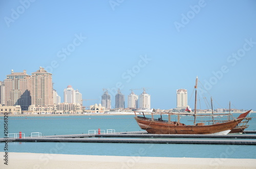 Fototapeta dhow and waterfront 3