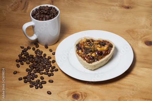 Foto Spatwand Koffiebonen Romantic Mouth watering breakfast in a cozy and warm atmosphere and roasted cofee arabica beans on wood