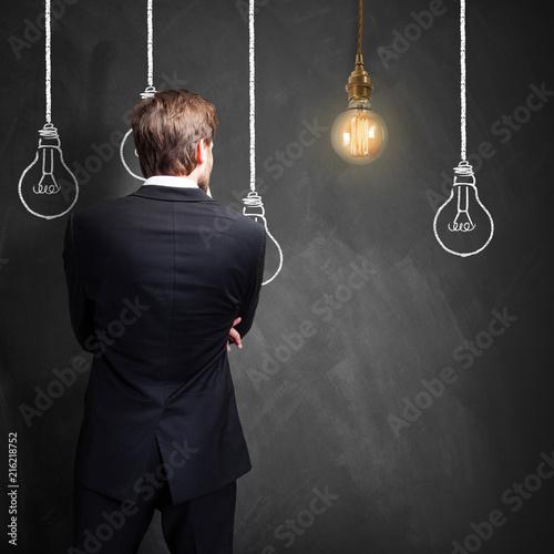 Leinwandbild Motiv Geschäftsmann mit einer Idee
