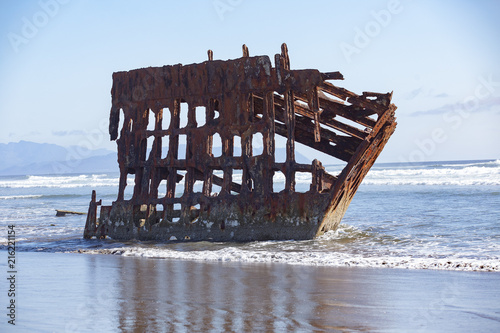 In de dag Schip Old rusting shipwreck (Peter Iredale) at the Oregon coast