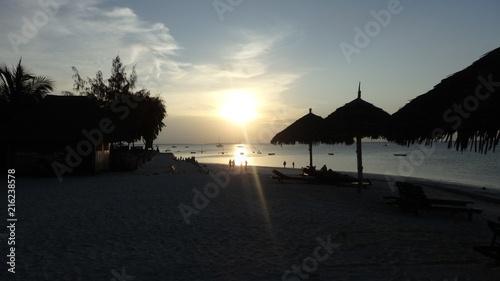 Fotobehang Zee zonsondergang Abendstimmung auf Sansibar