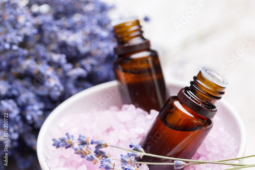 Foto Spatwand Hoogte schaal lavender body care products. Aromatherapy, spa and natural healthcare concept