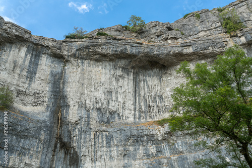 Fotobehang Donkergrijs View of the curved cliff at Malham Cove in the Yorkshire Dales National Park