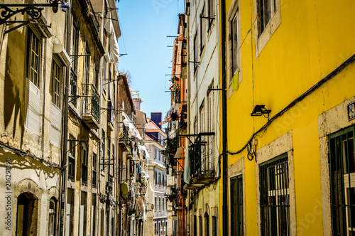 Aluminium Smalle straatjes Viaje a Lisboa