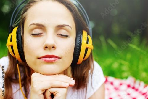 Leinwanddruck Bild Enjoy the music, young woman in headphones