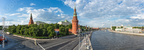 Leinwanddruck Bild Panoramic view of the Moscow Kremlin and the river