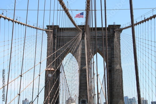 In de dag Brooklyn Bridge Brooklyn Bridge and the American Flag
