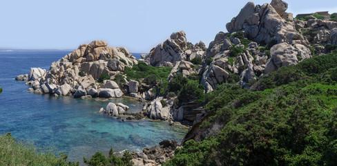 scogliera con spiaggetta vicino a capo testa sardinia © emanuele