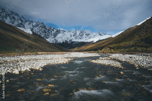 Foto Spatwand Bergrivier Autumn Landscape with a mountain river