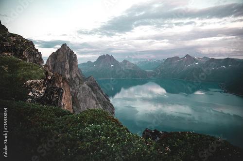 Foto Spatwand Groen blauw Segla mountain in Norway