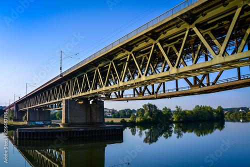 Wall mural Zugbrücke über Donau HDR