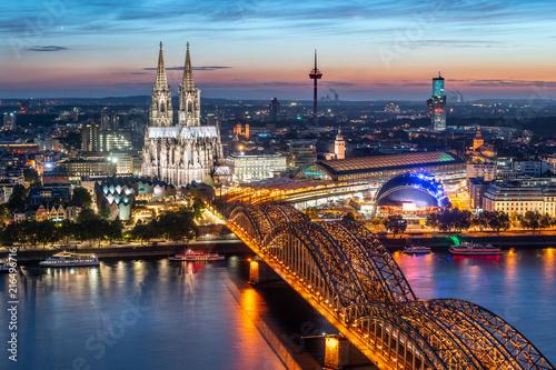 Foto Murales Köln Skyline mit Kölner Dom und Hohenzollernbrücke bei Nacht