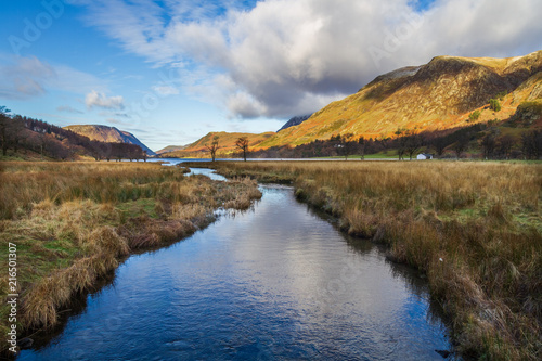 Foto Spatwand Bergrivier Buttermere from Peggys bridge. English Lake District.