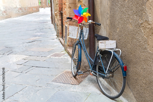 Foto Spatwand Fiets Colorful bike on the street