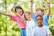Quadro Multikulturelle Kindergarten Gruppe freut sich
