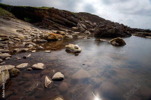 Foto Spatwand Chocoladebruin Landscape of rocks and sea