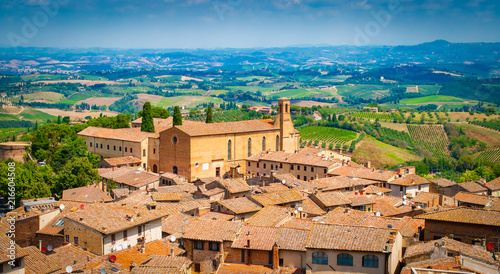 Canvas Toscane Aerial view of medieval tuscan town with church, San Gimignano, Tuscany, Italy.