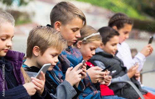Leinwanddruck Bild children  with mobile devices