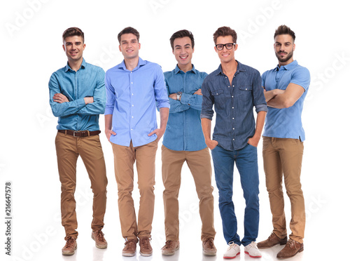 Foto Murales five young casual men standing together at work