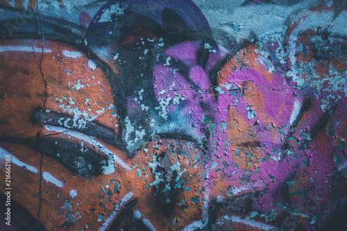 In de dag Graffiti Graffiti an der Wand eines alten Gebäudes, Ruine