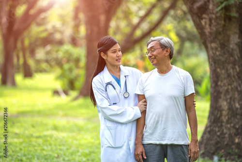 Foto Murales Doctors are taking care of elderly patients in the park.Healthcare and professionalism concept.