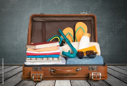 vintage-suitcase-isolated-on-background