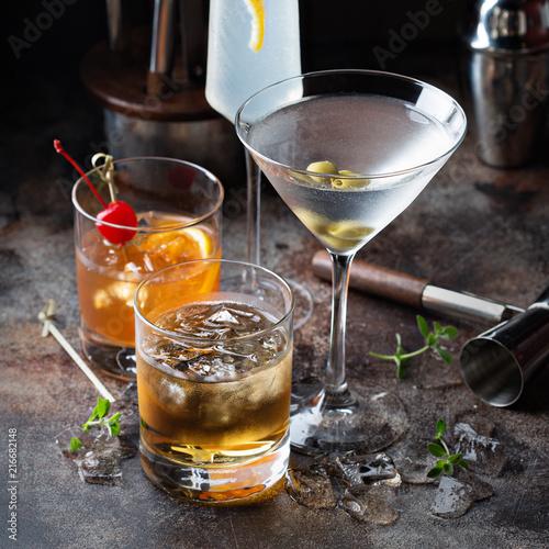 Leinwanddruck Bild Variety of alcoholic cocktails
