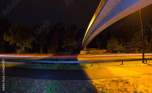 In de dag Nacht snelweg Brücke mit Straße