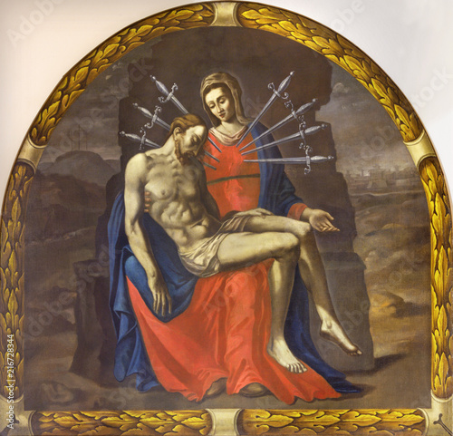 Foto Spatwand Jezus Christus REGGIO EMILIA, ITALY - APRIL 12, 2018: The painting of Pieta (Madonna of Seven Sorrows) in church Chiesa die Cappuchini by unknown artist of 17. cent.