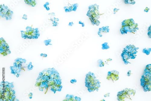 In de dag Hydrangea Floral frame of hydrangea flowers on white background. Flat lay, top view. Floral background