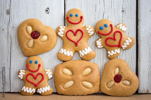 Leinwanddruck Bild Lustige Lebkuchen zu Weihnachten